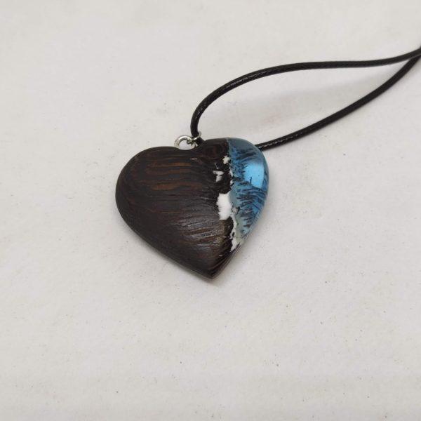 Přívěsek, náhrdelník ze dřeva a pryskyřice